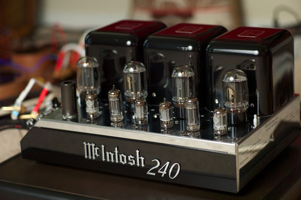 The Vintage McIntosh Experience: A Musical Ride With The MX110Z