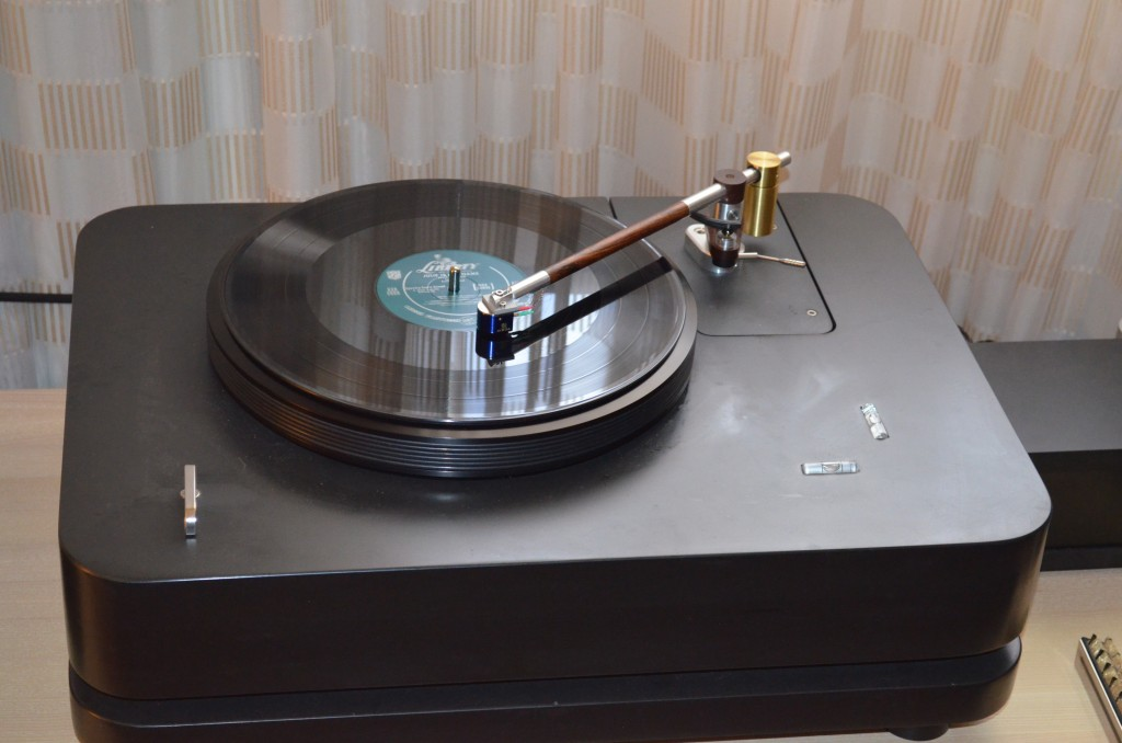 SASKIA TURNTABLE