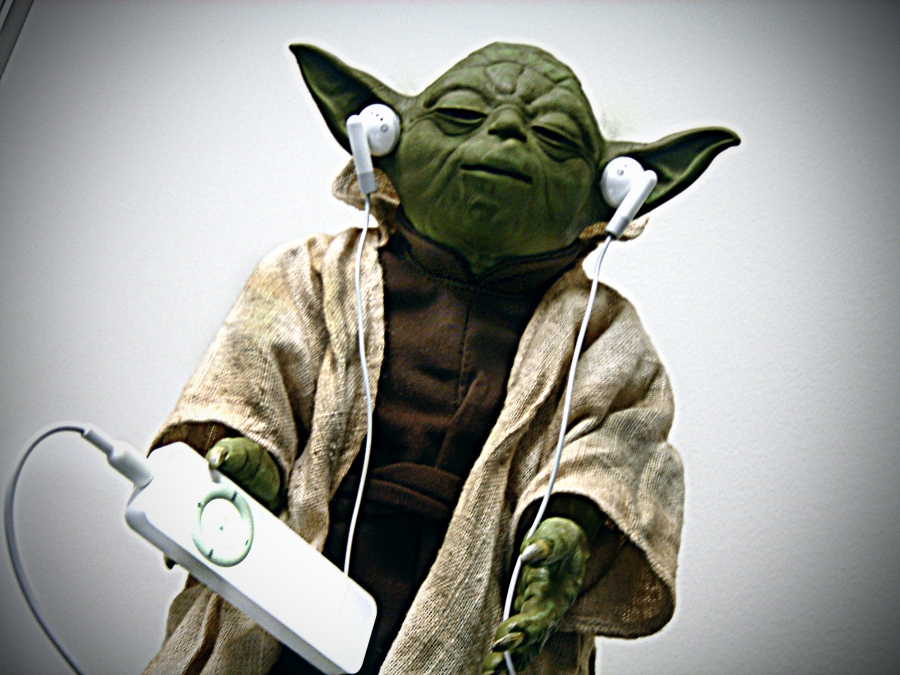 Yoda_with_player_Orange_Beard_open_license