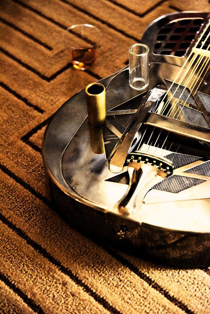 Keith_Knioght_National_Resonator_guitar_on_PF_room_floor_FRESCO_DSC_1117