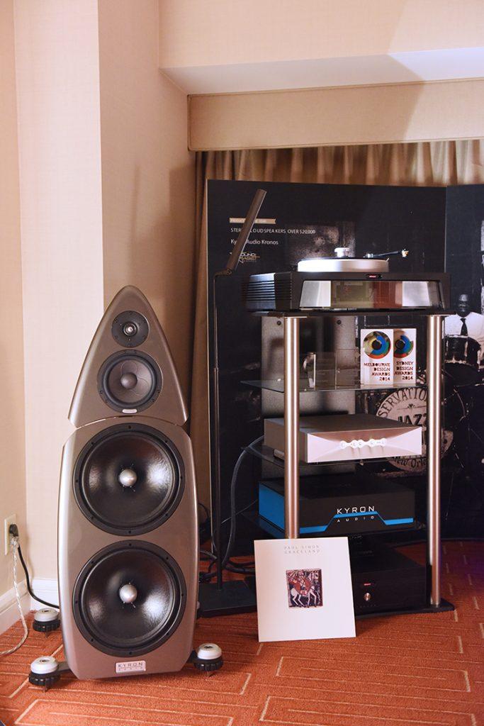 Kyron_Audio_Kronos_speaker_and_equipment_stack_DSC_1228
