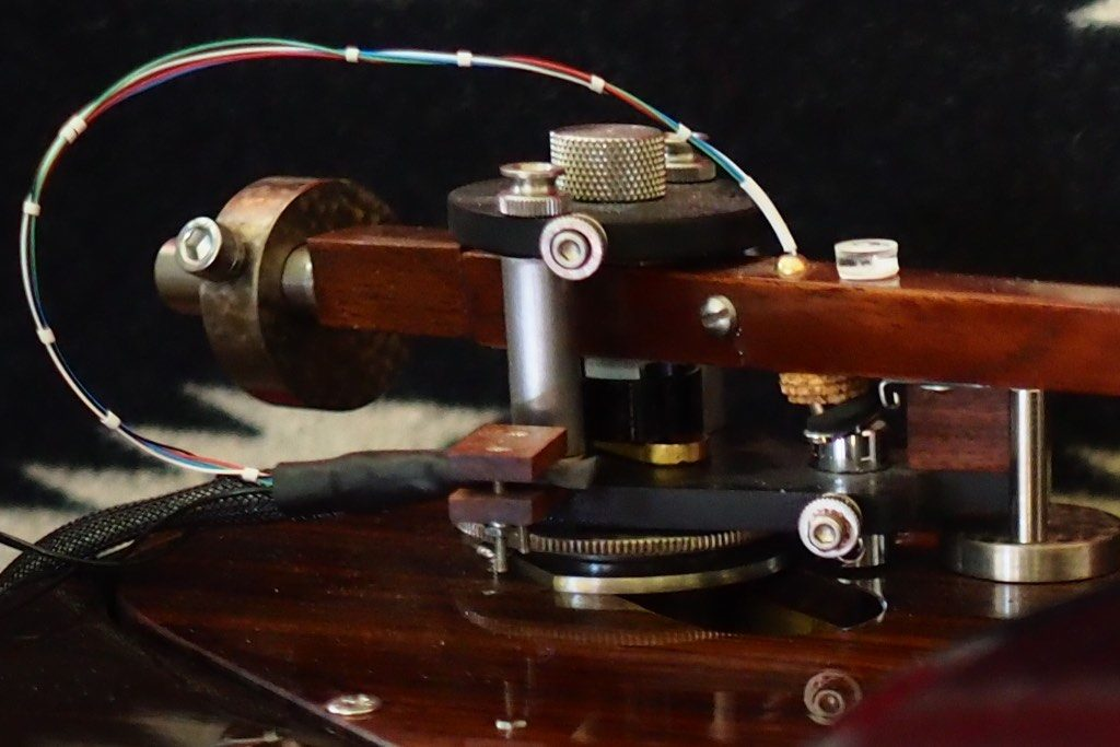 VTAF shown at the bottom of the Woody SPU Tonearm.