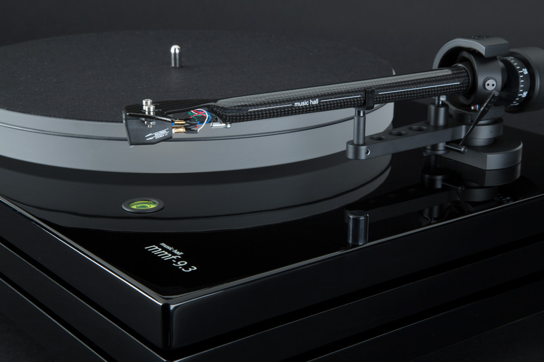 Music_Hall_MMF_9_3_Turntable_Piano_Black_with_Goldring_Cartridge_Detail_1080_2