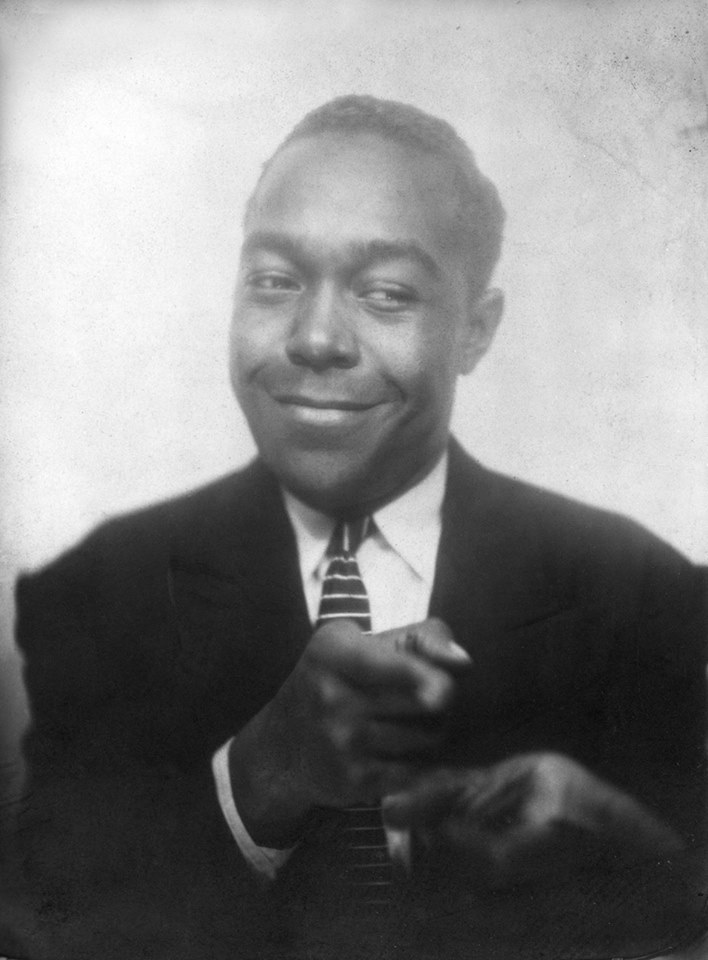 charlie-parker-poses-for-a-photo-in-1940